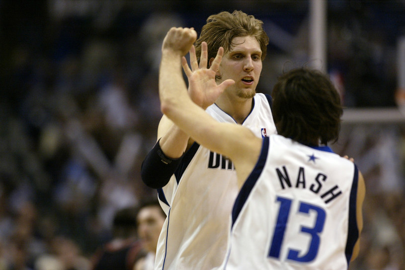 Dirk Nowitzki i Steve Nash /Ronald Martinez /Getty Images