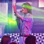 """""""Disco polo"""": Dawid Ogrodnik śpiewa przebój grupy Akcent"""
