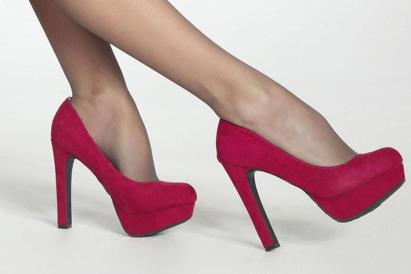 Dla dobra swoich stóp buty na wysokich obcasy noś okazjonalnie /123RF/PICSEL