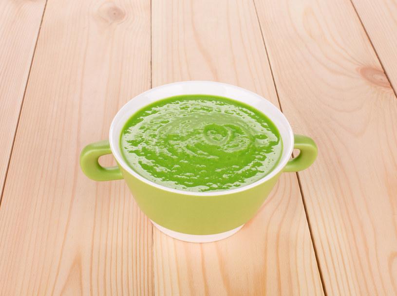 Dla dorosłych można zrobić zupę z grzankami /123RF/PICSEL