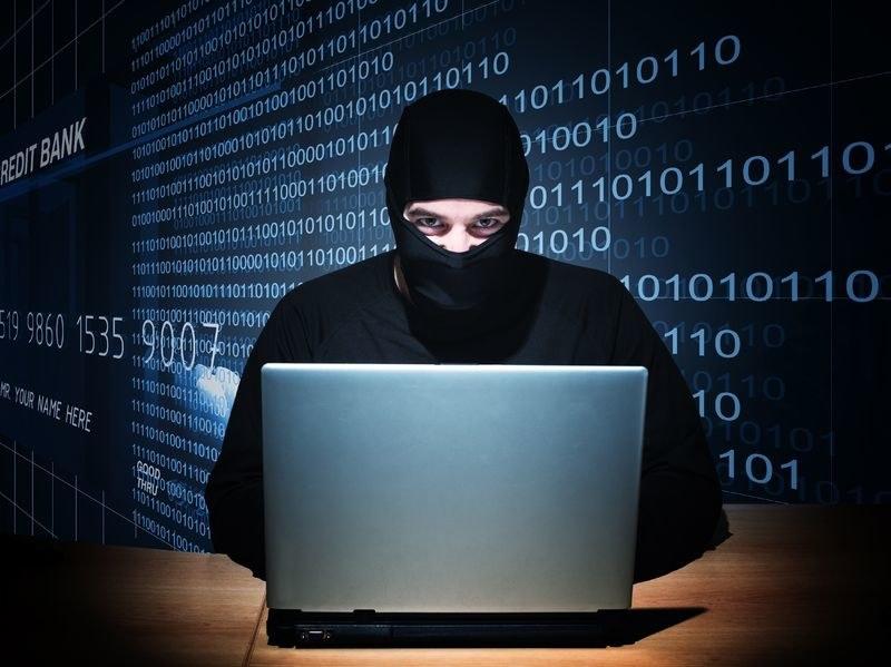 Dla internetowych oszustów czas świątecznych zakupów to okres prawdziwycg łowów /123RF/PICSEL