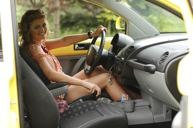 Dla kobiet  samochód jest tylko środkiem transportu. Ma być funkcjonalny /Fot. Adam Wysocki /East News