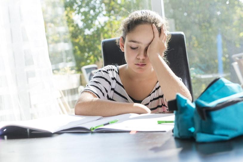 Dla niektórych dzieci już sama myśl o pójściu do szkoły bywa stresująca /123RF/PICSEL