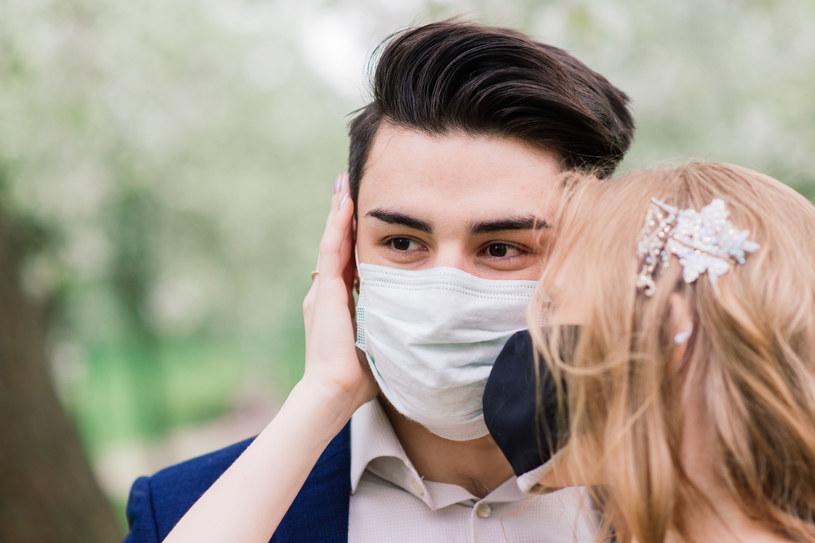 Dla par, które od wielu miesięcy planowały swój ślub i wesele, pandemia wiąże się z utratą sporej kwoty pieniędzy, ale i możliwości zrealizowania marzeń /123RF/PICSEL