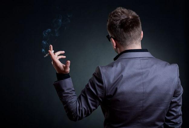 Dla przestępców przemyt tytoniu i produkcja papierosów bez akcyzy to często interes życia /©123RF/PICSEL