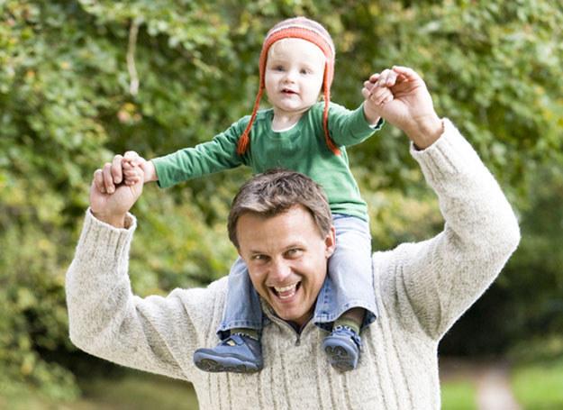 Dla syna ojciec jest pierwszym mistrzem /© Panthermedia