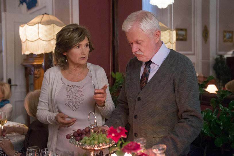 Dla Tadeusza najważniejsza jest rodzina. Gdy zmarła jego ukochana żona (zagrała ją Małgorzata Niemirska), stracił radość życia /TVN