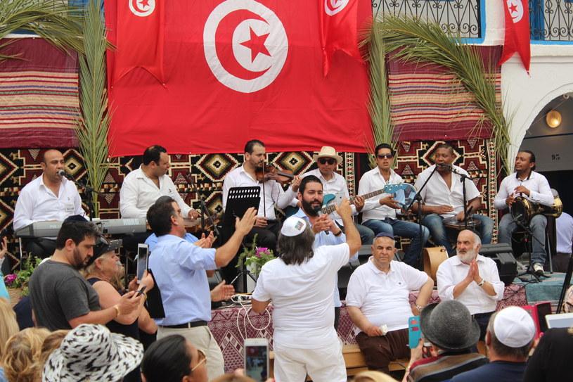 Dla tunezyjskich Żydów obchody Lag Ba Omer to kilka dni radosnego świętowania, a dla władz porewolucyjnej, demokratycznej Tunezji - świetna okazja do zaprezentowania kraju jako tolerancyjnego i otwartego /INTERIA.PL