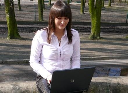 Dla wielu osób praca poza firmą przynosi dużo lepsze efekty. fot. Tomek Piekarski /MWMedia