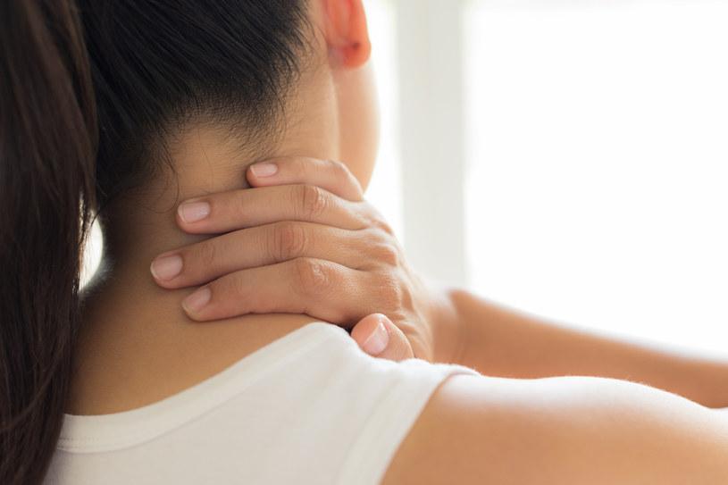 Dlaczego boli z tyłu głowy? To może być oznaka nie tylko nadciśnienia /123RF/PICSEL