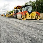 Dlaczego budowy dróg są opóźnione, a firmy bankrutują?