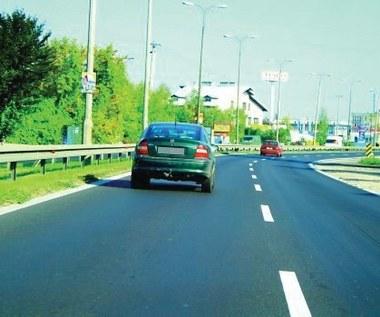 Dlaczego jeżdżę  lewym pasem?  Bo prawym jest gorzej