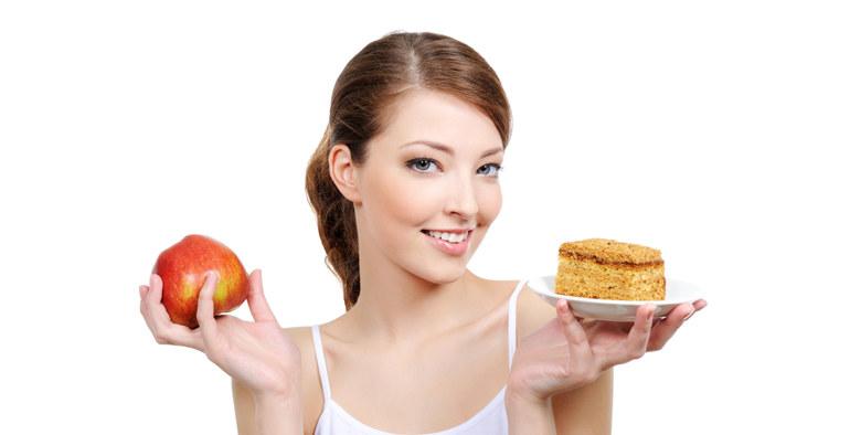 Dlaczego kobietom trudniej schudnąć /© Photogenica