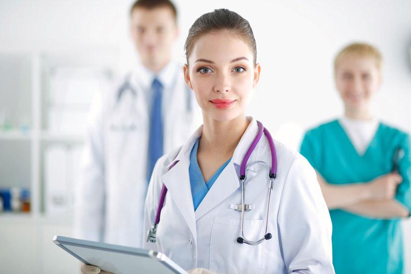 Dlaczego kobiety i mężczyźni miewają różne objawy tego samego schorzenia? To zasługa hormonów. /123RF/PICSEL