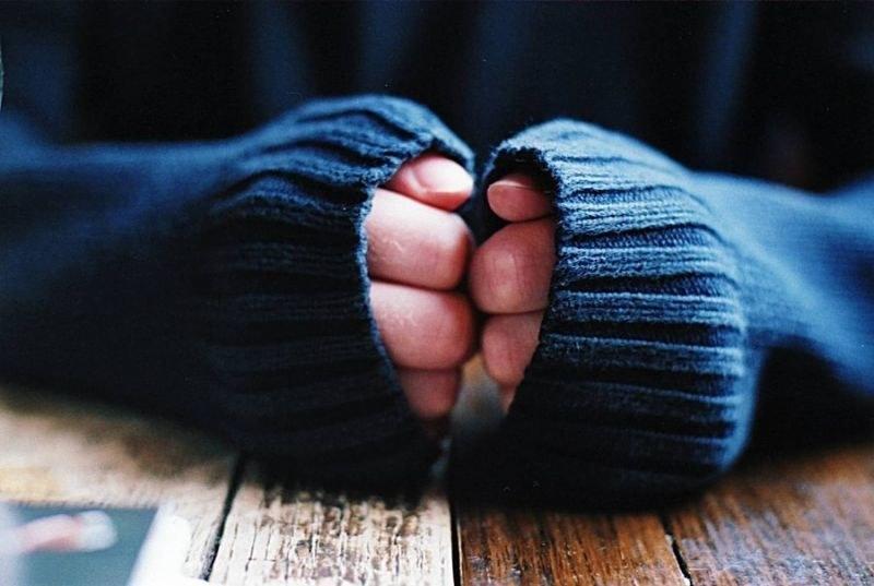 Dlaczego mam zawsze zimne dłonie /© Photogenica