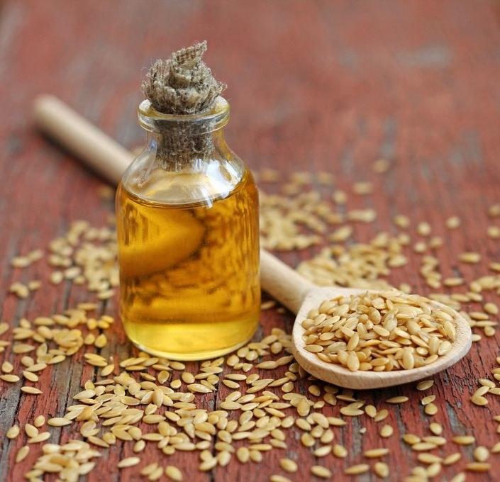 Dlaczego olej lniany jest tak cenny dla zdrowia? /©123RF/PICSEL