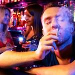 Dlaczego piwo lubi dymek?