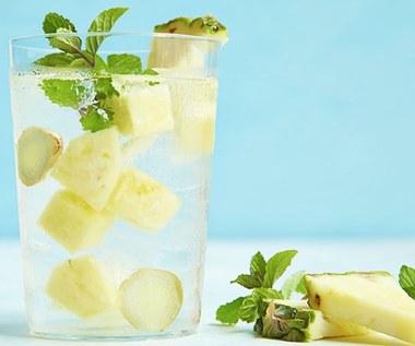 Dlaczego powinniśmy pić szklankę wody z ananasem dziennie?