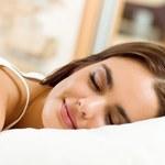 Dlaczego powinno się spać na lewym boku?