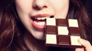 Dlaczego przed i w trakcie okresu tak bardzo pożądamy czekolady i niezdrowych przekąsek