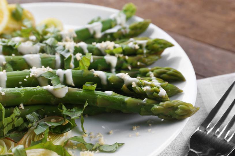 Dlaczego warto jeść szparagi? /©123RF/PICSEL