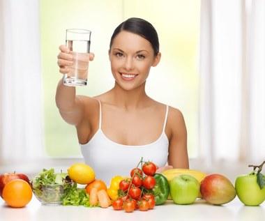 Dlaczego warto pić wodę z pieprzem?