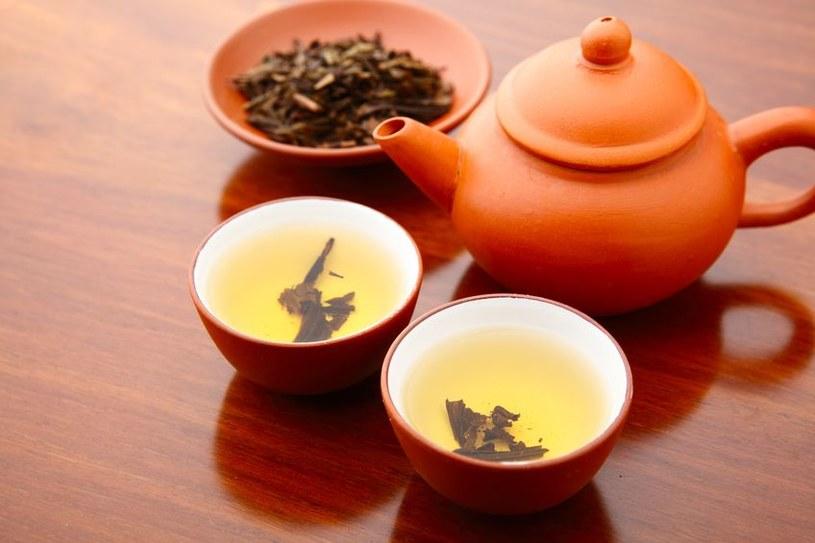 Dlaczego warto pić żółtą herbatę? /©123RF/PICSEL