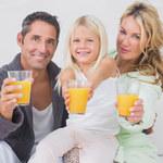 Dlaczego warto podawać dziecku świeże soki?