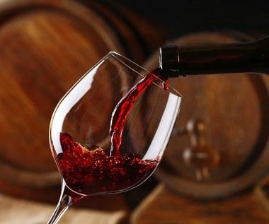Dlaczego warto regularnie pić czerwone wino?