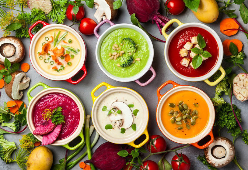 Dlaczego warto sięgać po zupy w okresie zimowym? /123RF/PICSEL