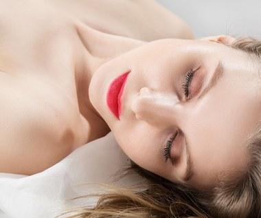 Dlaczego warto spać nago?