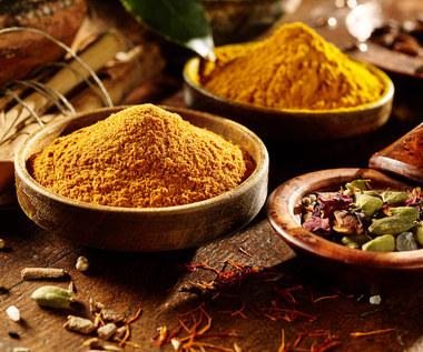 Dlaczego warto stosować curry?