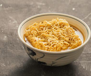 Dlaczego warto zrezygnować z jedzenia zupek chińskich?