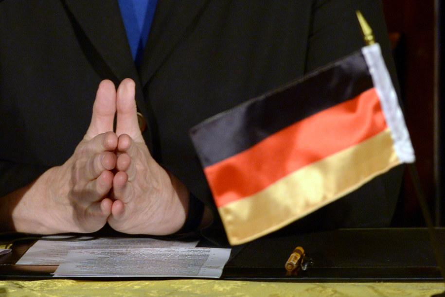 Dłonie kanclerz Niemiec Angeli Merkel podczas konferencji prasowej w Jerozolimie, 25 lutego 2014 /DPA/Rainer Jensen /PAP