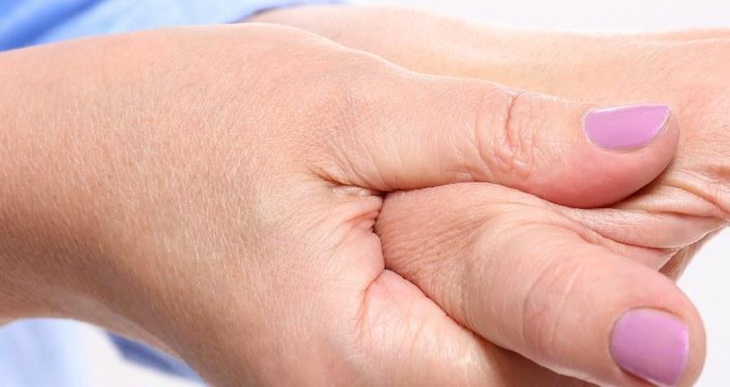 Dłonie zdradzają wiek /123RF/PICSEL