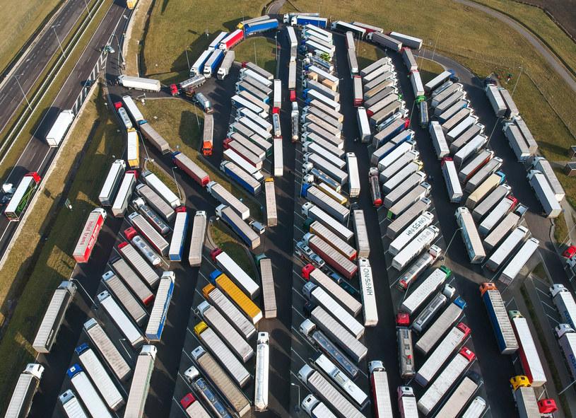 Dług branży transportowej wzrósł bardzo dynamicznie /Łukasz Solski /East News