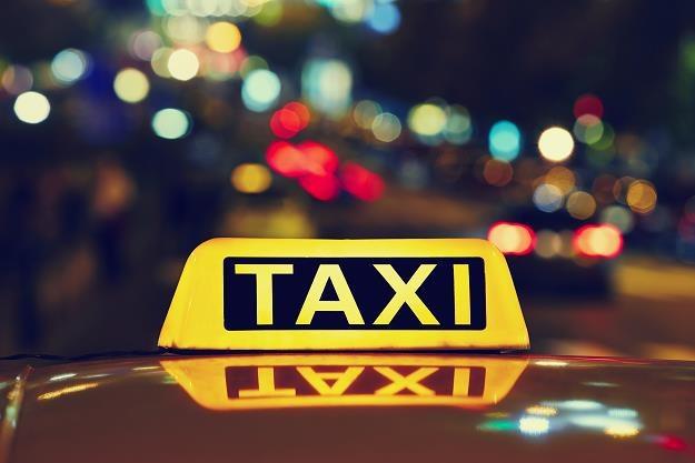 Długi branży taksówkarskiej przekroczyły 29 mln zł /©123RF/PICSEL