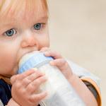 Długie karmienie butelką powoduje wady wymowy?