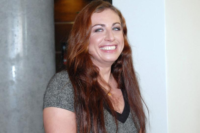 Długie lśniące włosy i piękne zęby niewątpliwie są jej znakiem rozpoznawczym /MWMedia