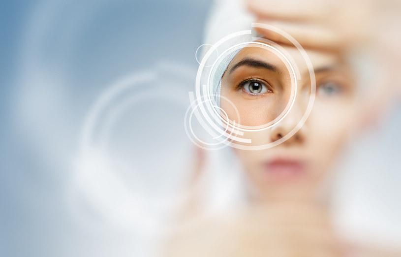 Długie wpatrywanie się w monitor komputera, praca w klimatyzowanym pomieszczeniu nie są zdrowe dla naszych oczu /123RF/PICSEL