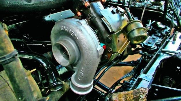 Długotrwała, zbyt delikatna jazda lub kiepskiej jakości olej mogą spowodować korozję układu przestawiania łopatek. /Motor