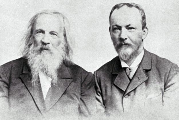 Dmitrij Mendelejew (po lewej) razem z polskim kolegą Bogusławem Braunerem /East News