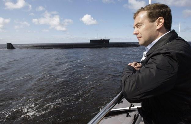 Dmitrij Miedwiediew podziwia okręt Siewierodwińsk /AFP