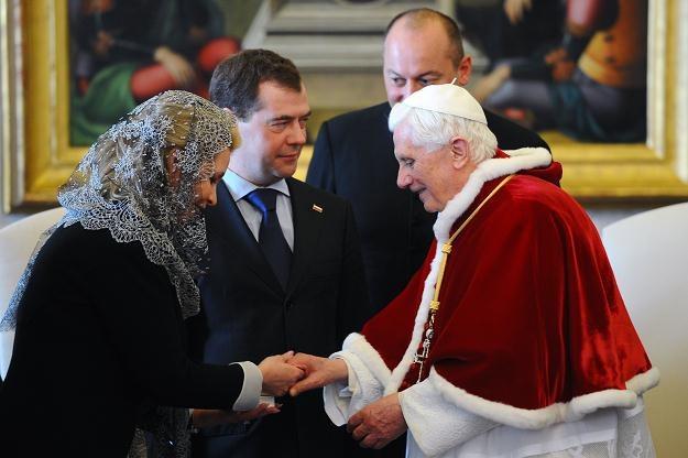 Dmitrij Miedwiediew z małżonką u Benedykta XVI /AFP