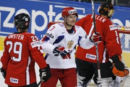 Dmitrj Kalinin (biały strój) otworzył wynik meczu /INTERIA.PL/PAP