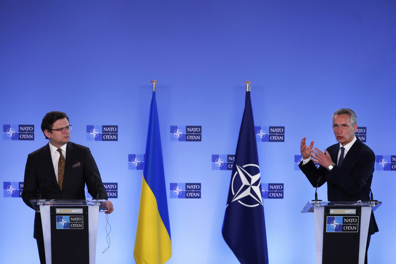 Dmytro Kułeba (po lewej) oraz Jens Stoltenberg w czasie konferencji prasowej /AP/Associated Press/East News /East News