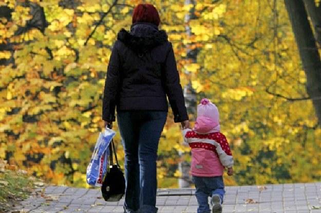 Do 1 września matki mogą ubiegać się o umorzenie składek na ubezpieczenie społeczne /AFP