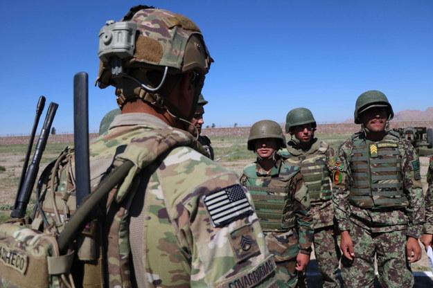 Do 15 stycznia liczba żołnierzy USA w Afganistanie zmniejszyć się ma z 4,5 tys. do 2,5 tys., a w Iraku z 3 tys. do 2,5 tys. /JALIL REZAYEE    /PAP/EPA