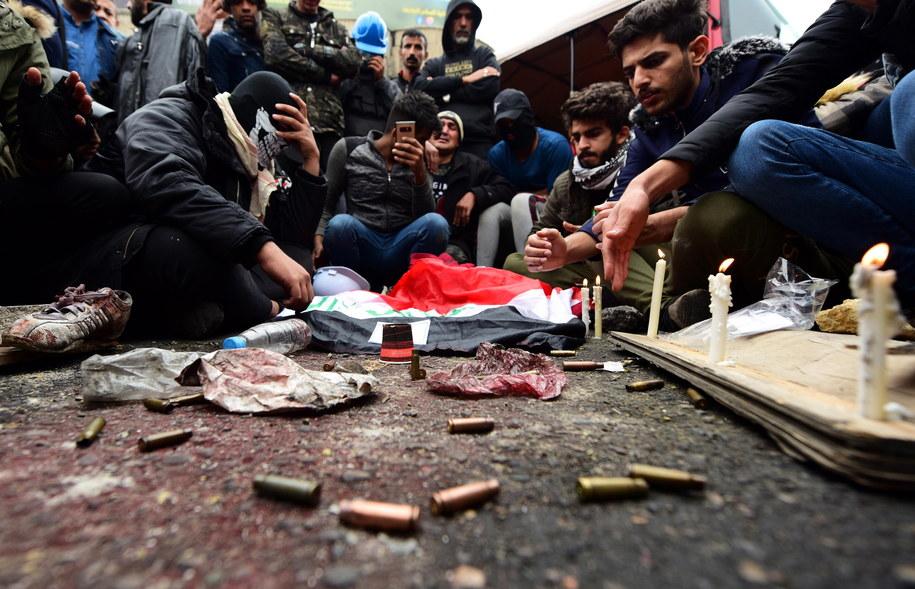 Do 17 wzrósł bilans ofiar śmiertelnych piątkowych zajść w Bagdadzie, gdzie nieznani sprawcy otworzyli ogień do manifestantów /MURTAJA LATEEF /PAP/EPA