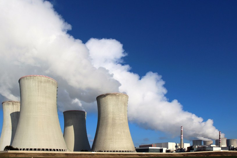 Do 2030 roku sprzedana może być pula 275 mln EUA, prawa do emisji CO2 kosztują teraz ok. 29 euro. /123RF/PICSEL